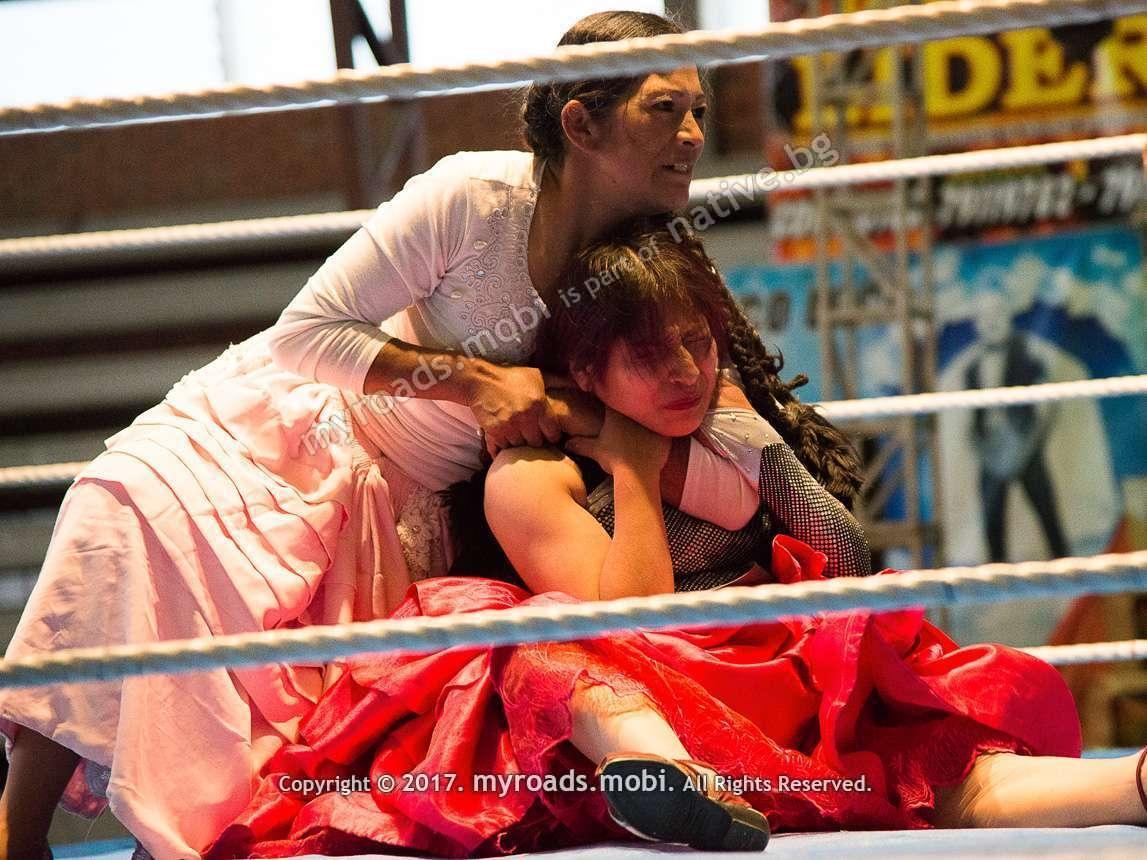 la-paz-bolivia-cholitas-wrestling-iberova-myroadsmobi (23)