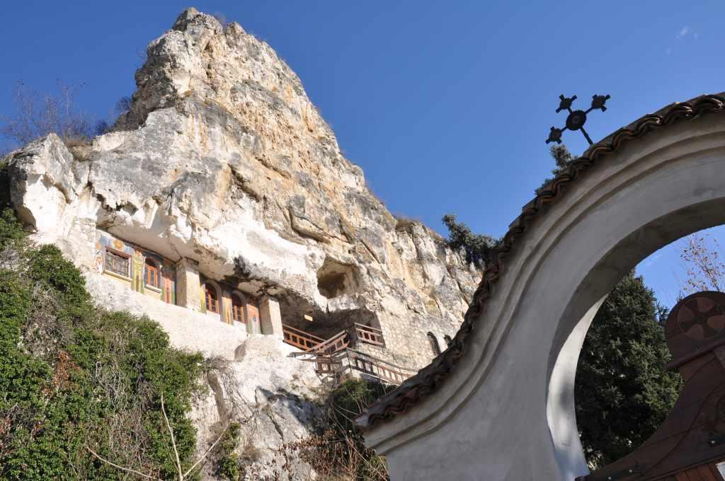 Село Басарбово – скален манастир