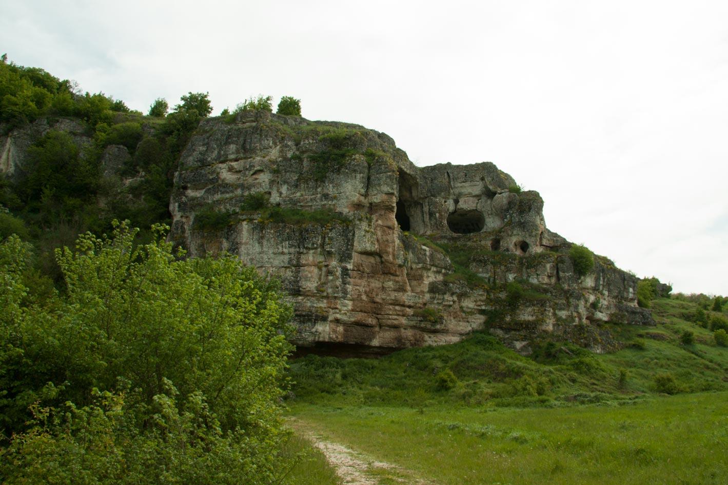 Скално светилище Баджалията – село Стрелково