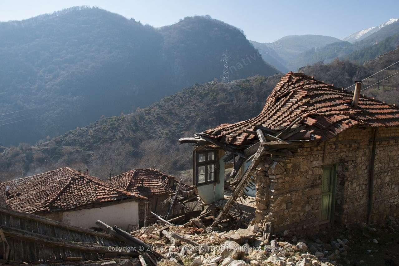 Село Добротино – самотно съзерцание на спомени.