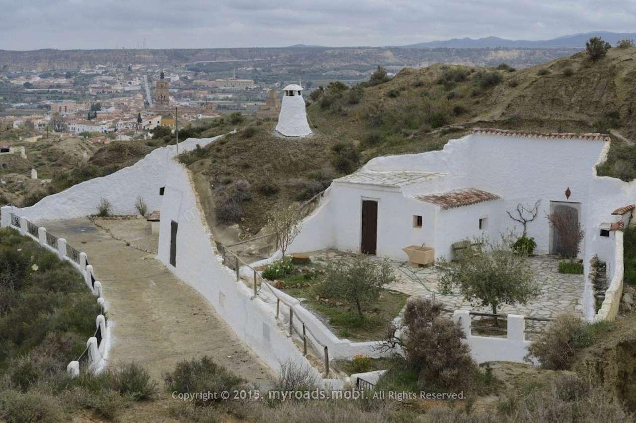 Гуадикс – където хиляди живеят в пещери и днес! ( Guadix, Triglodyte town in Spain)