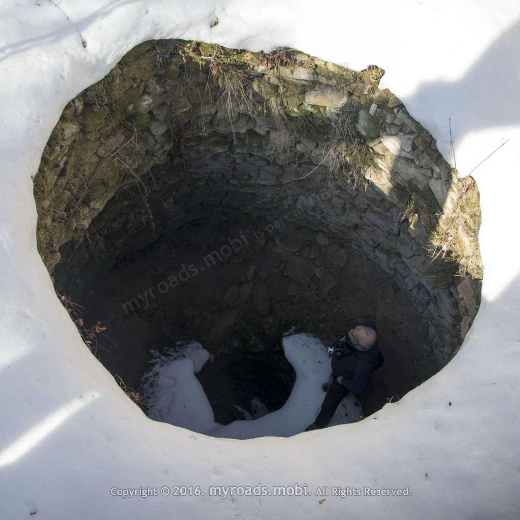 Храм-кладенецът при с.Гърло през зимата