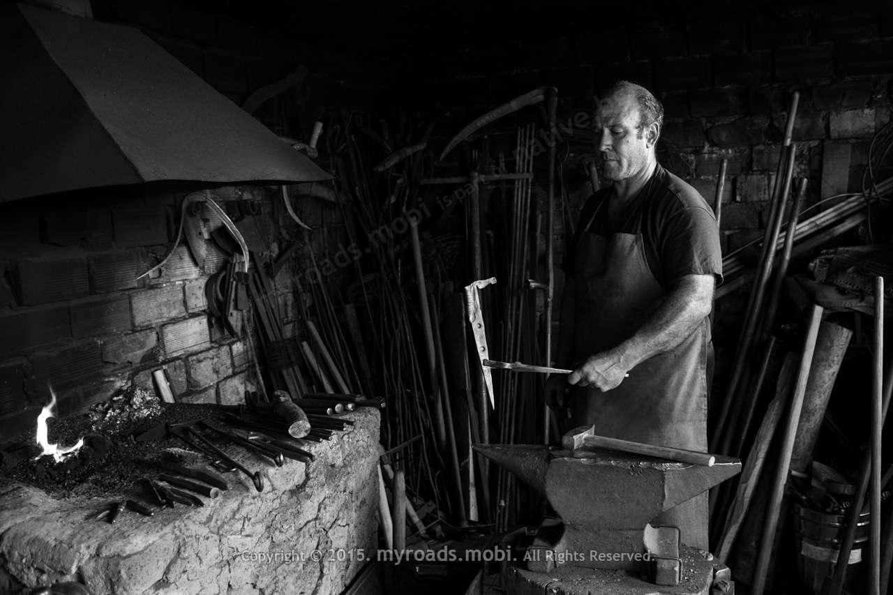 Ковачът Стефан, историята на един железен кон с огнена грива и Сали Яшар