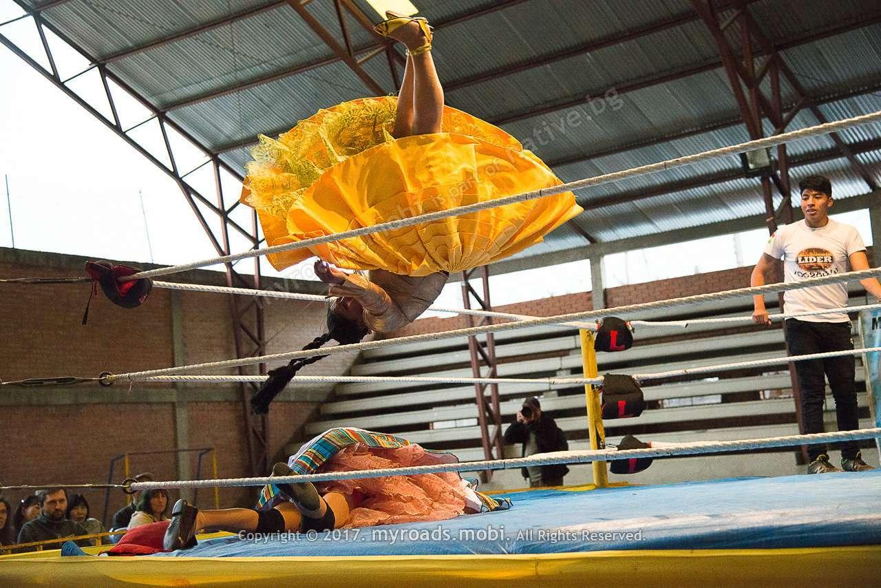 Биещите се жени в Боливия – Wrestling cholitas