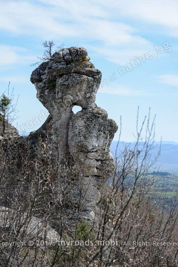 Пробитият камък при село Стоманци в Източните Родопи