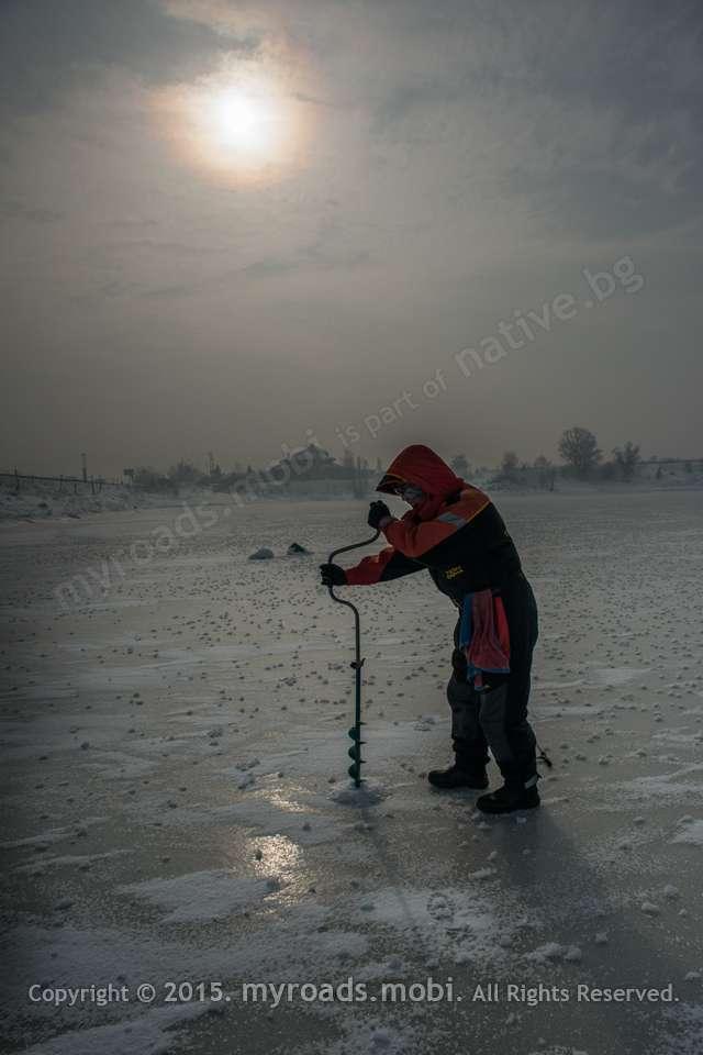 Зимни приключения в града – Риболов на лед (подледен)  + фотогалерия