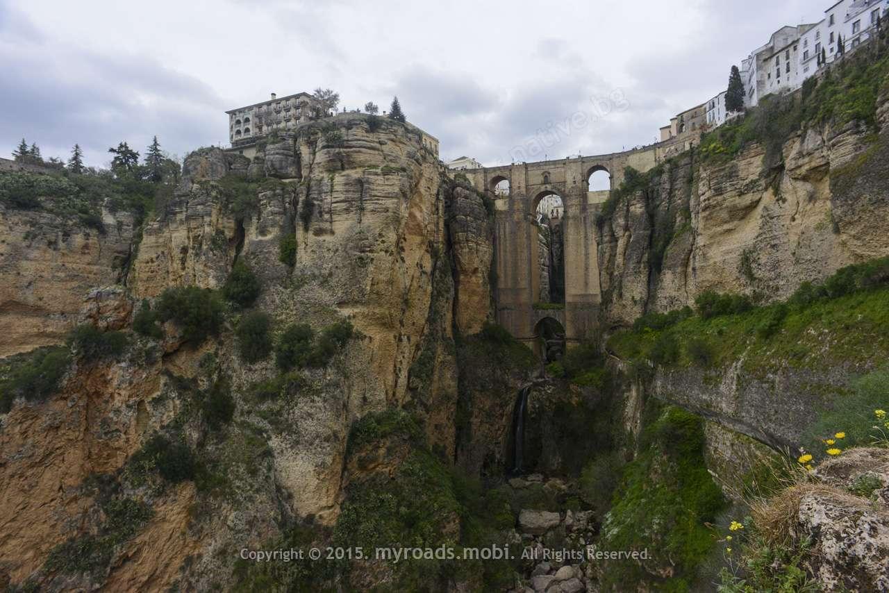 Ронда (Испания) – приказка на ръба на скала!