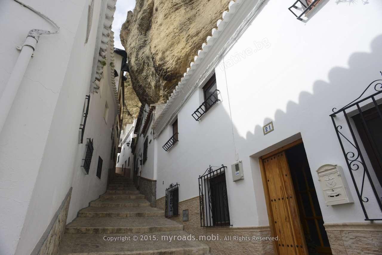 Сетенил де лас Бодегас – град, издълбан в канара (Setenil de las bodegas)