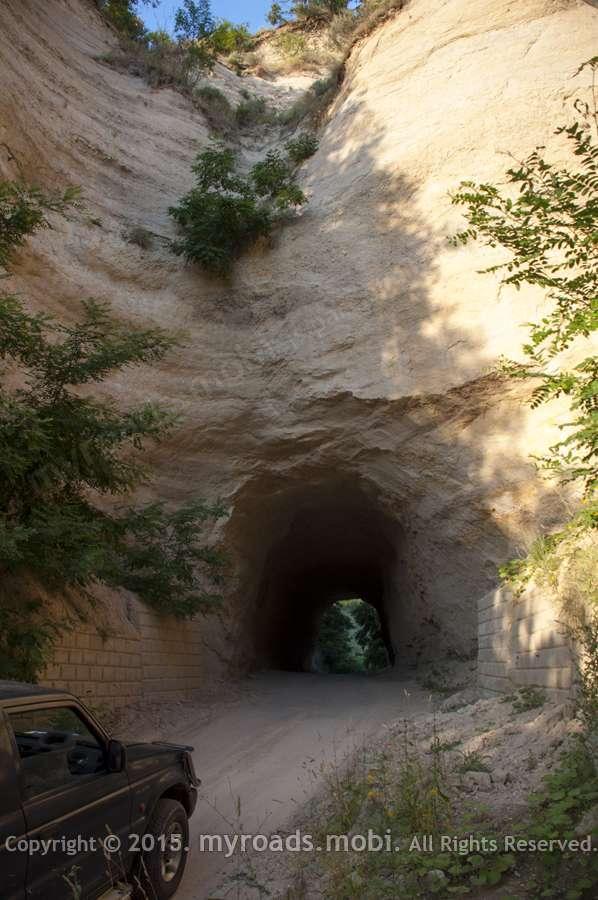 Тунелът на пътя Любовище – Рожен – тунел в сърцето на пясъчна пирамида